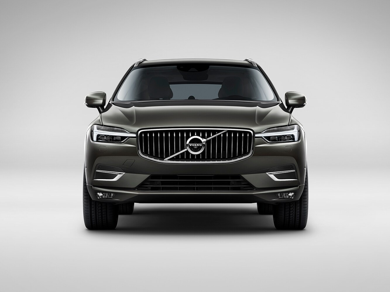 عرض أمامي لفولفو XC60 Inscription الجديدة