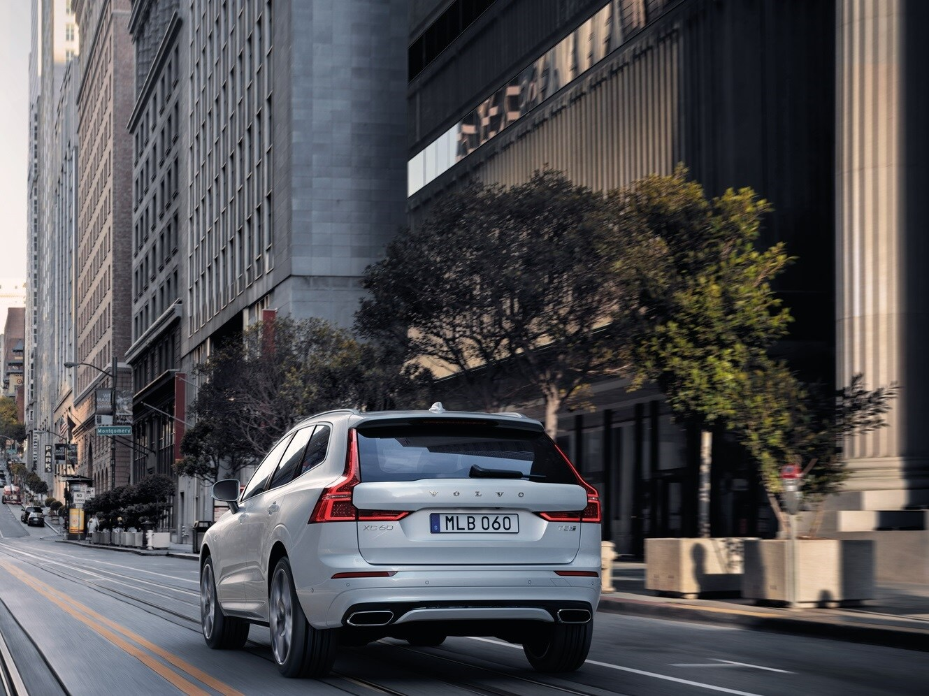 Design exterior do XC60, SUV da Volvo Cars, na cor Crystal White.