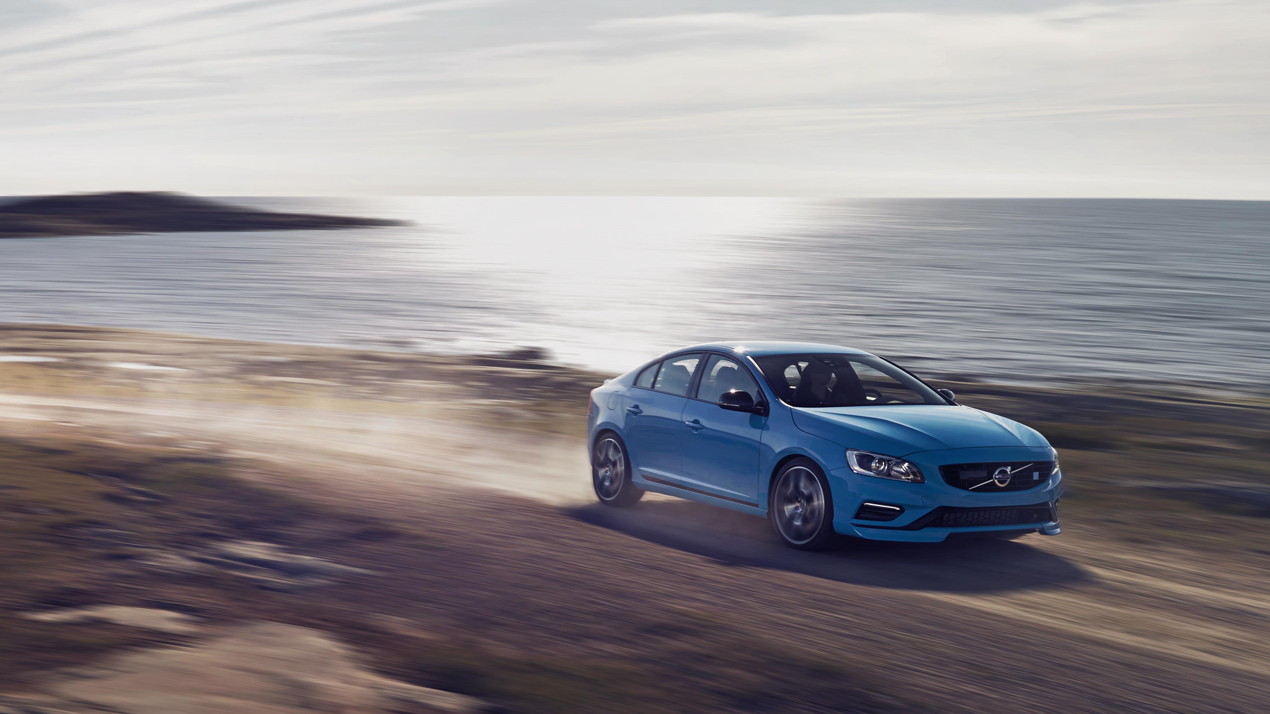 Explore Volvo S60 Editions