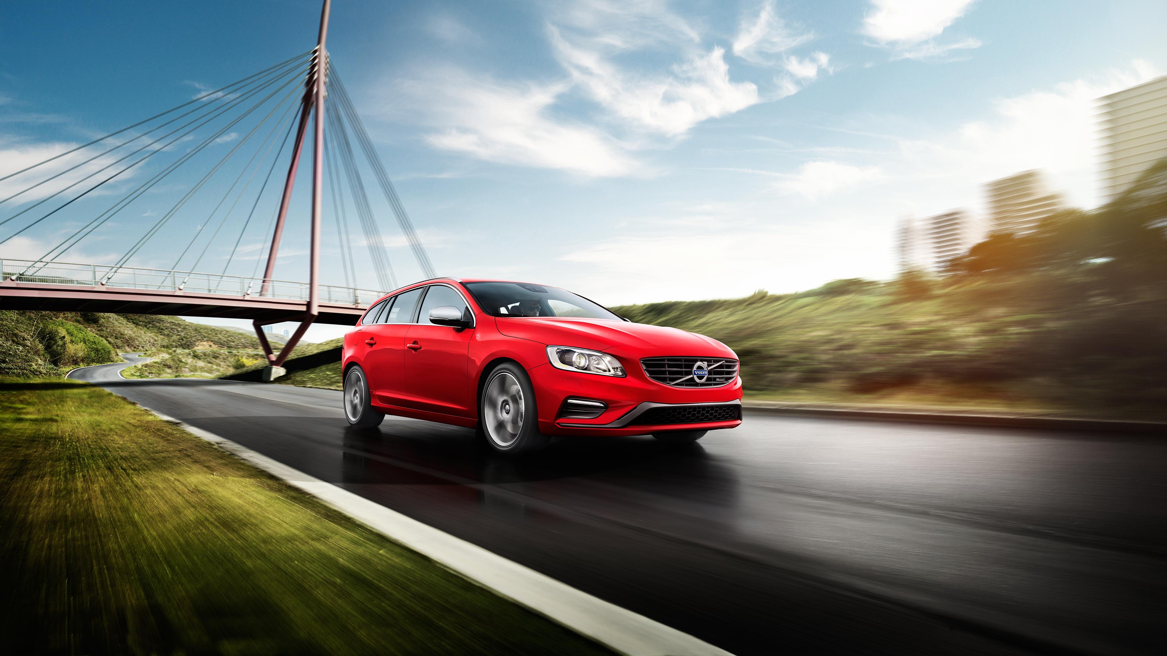 Explore Volvo V60 Editions
