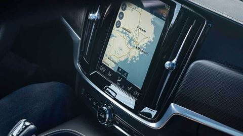 Touch Display mit Navigation im Volvo V90