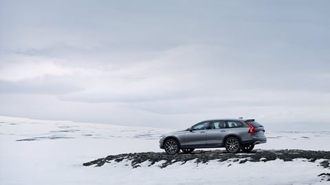 Volvo Wintercheck - Seitenschuss in Winterlandschaft