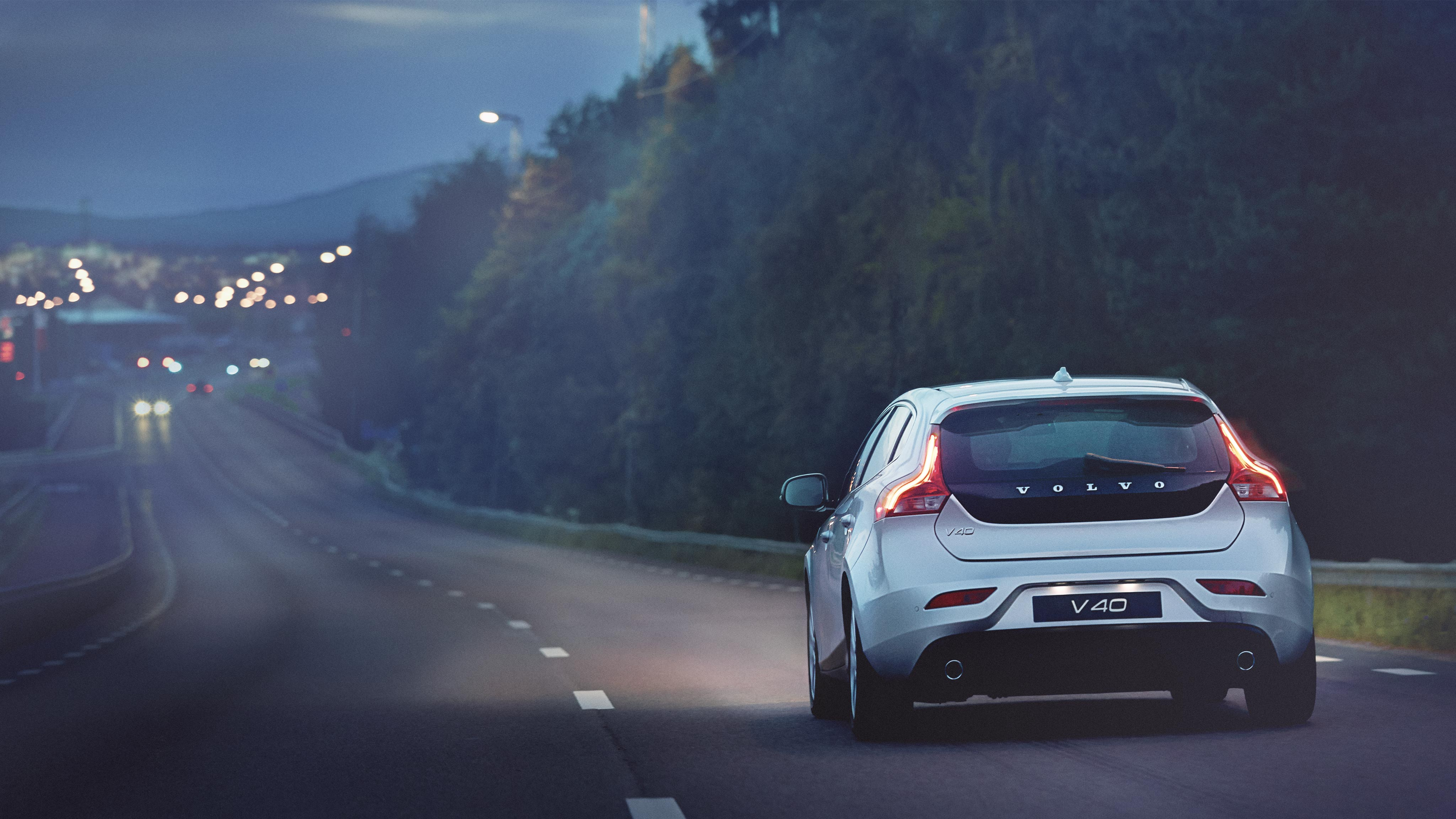 Volvo V40 Pictures and Gallery