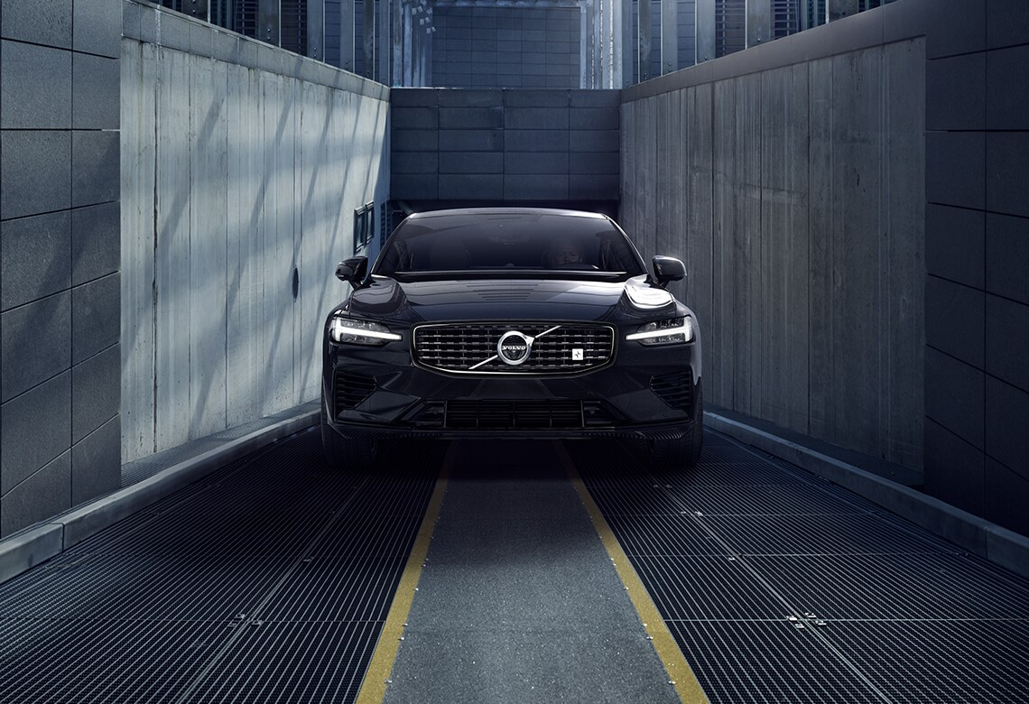 Front-on static view of the nose of the new Volvo S60