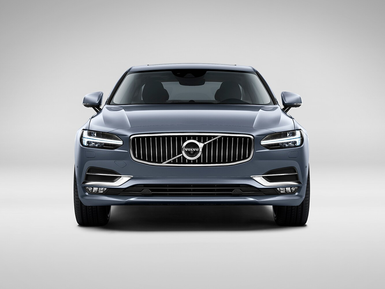 Front-on view of the Volvo S90 Inscription