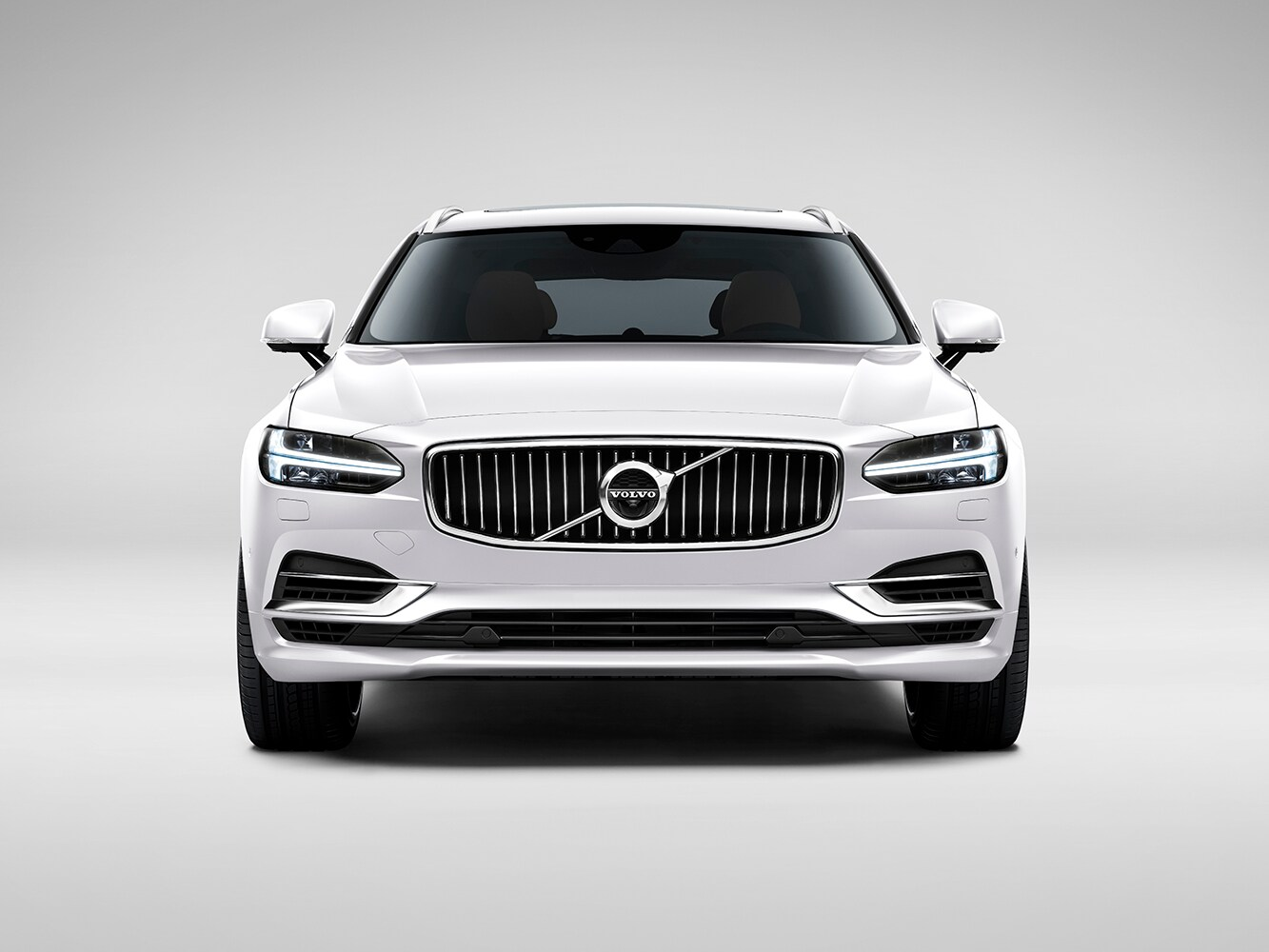 Front-on view of Volvo V90 Inscription