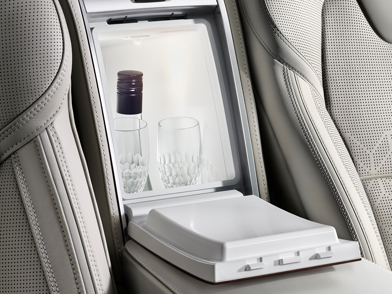 Close-up of the built-in drinks cooler and pair of Orrefors crystal glasses exclusive to the Volvo XC90 Excellence