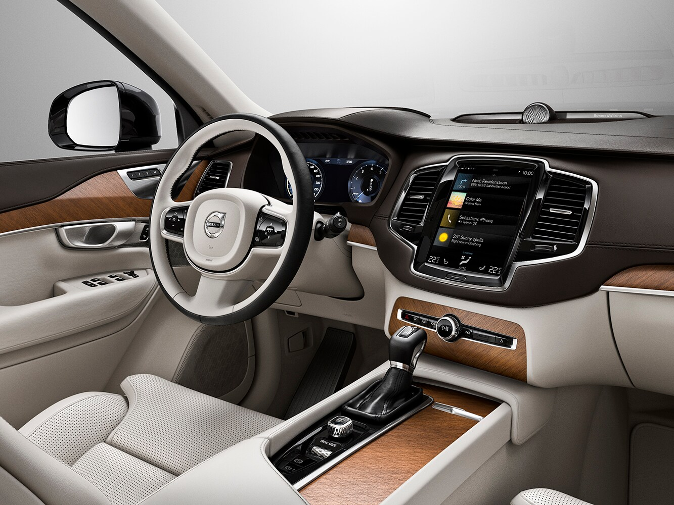 Interior view showing North American linear walnut trim inside the Volvo XC90 Inscription