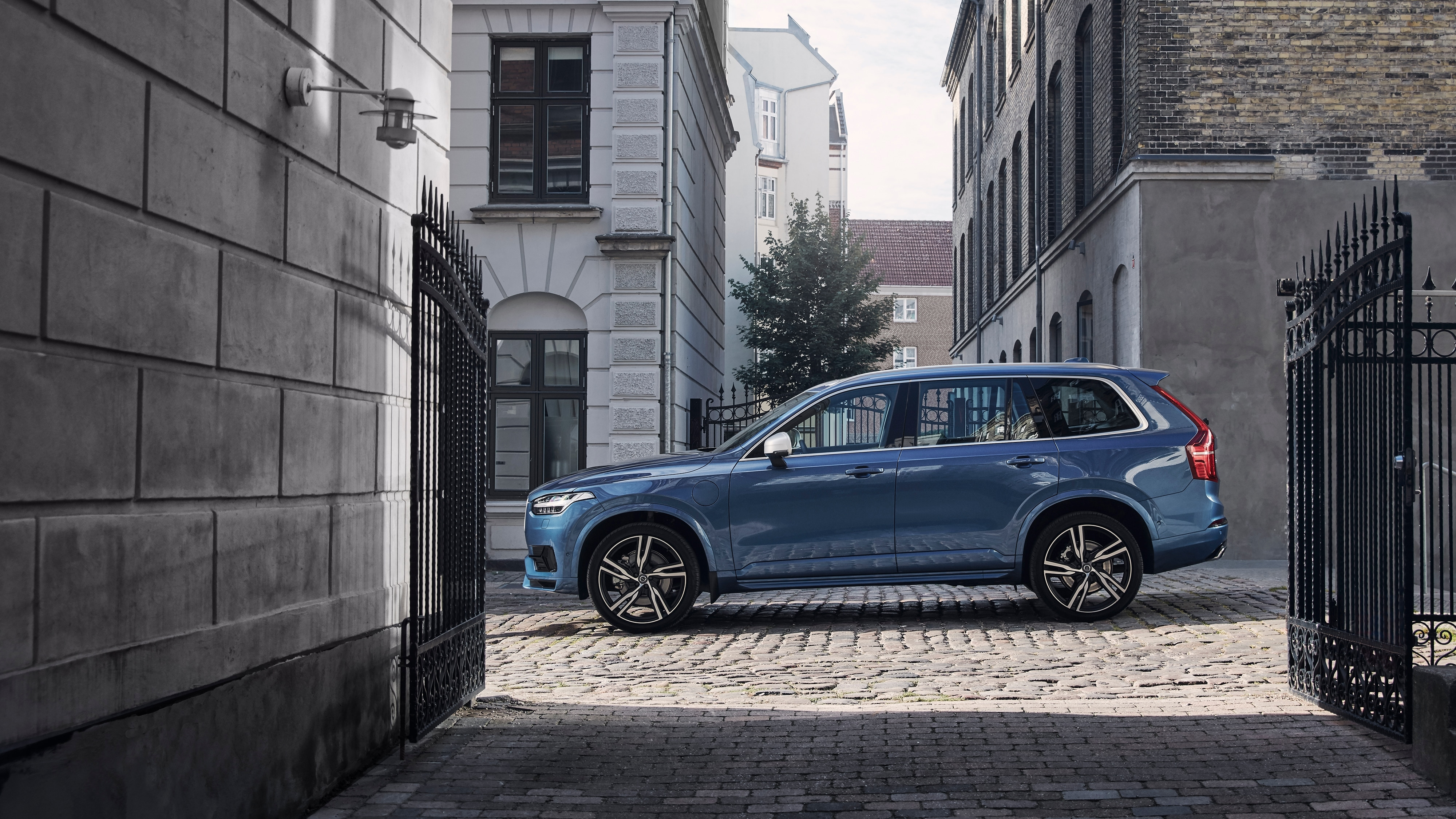 The Volvo XC90 R-Design trim parked on a cobbled street