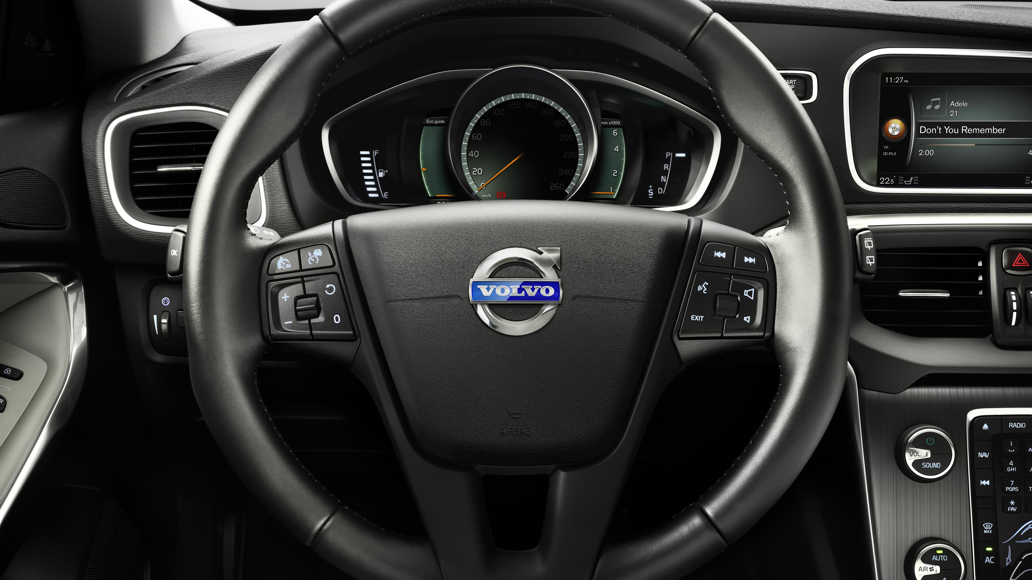 https://assets.volvocars.com/en-kw/~/media/shared-assets/images/galleries/new-cars/v40/gallery/gallery_2_interior/gallery2_vcc06469.jpg