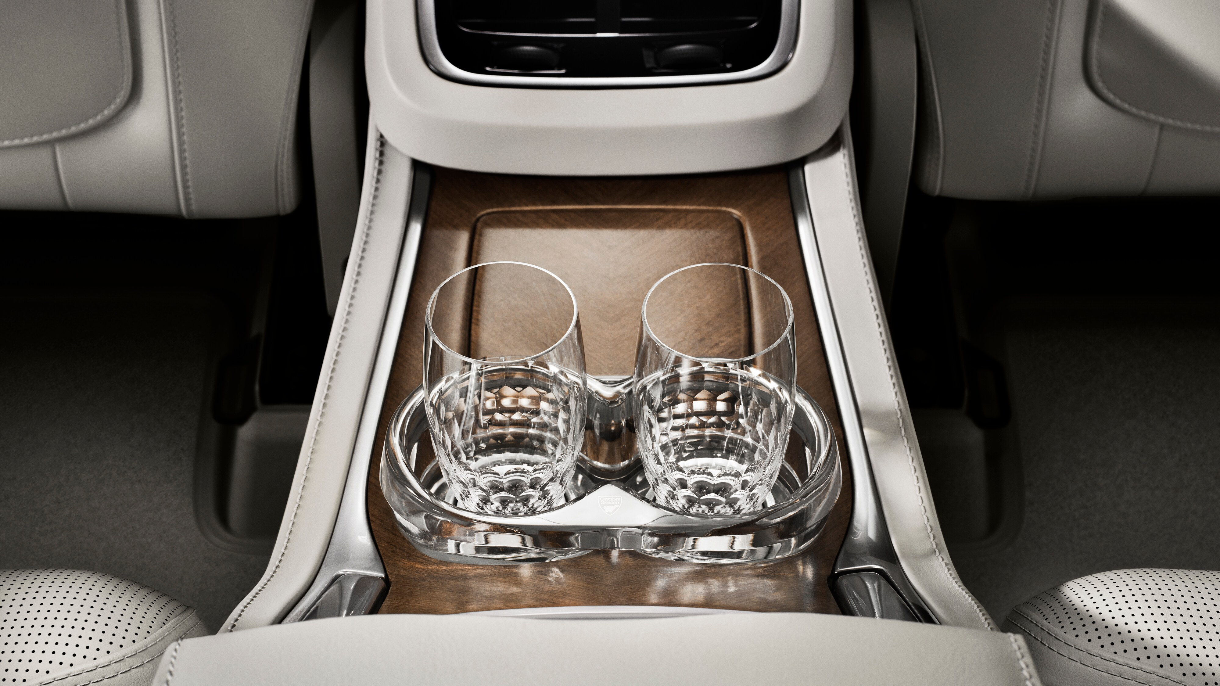 Close-up view of exclusive Orrefors crystal glasses in the Volvo XC90 Excellence
