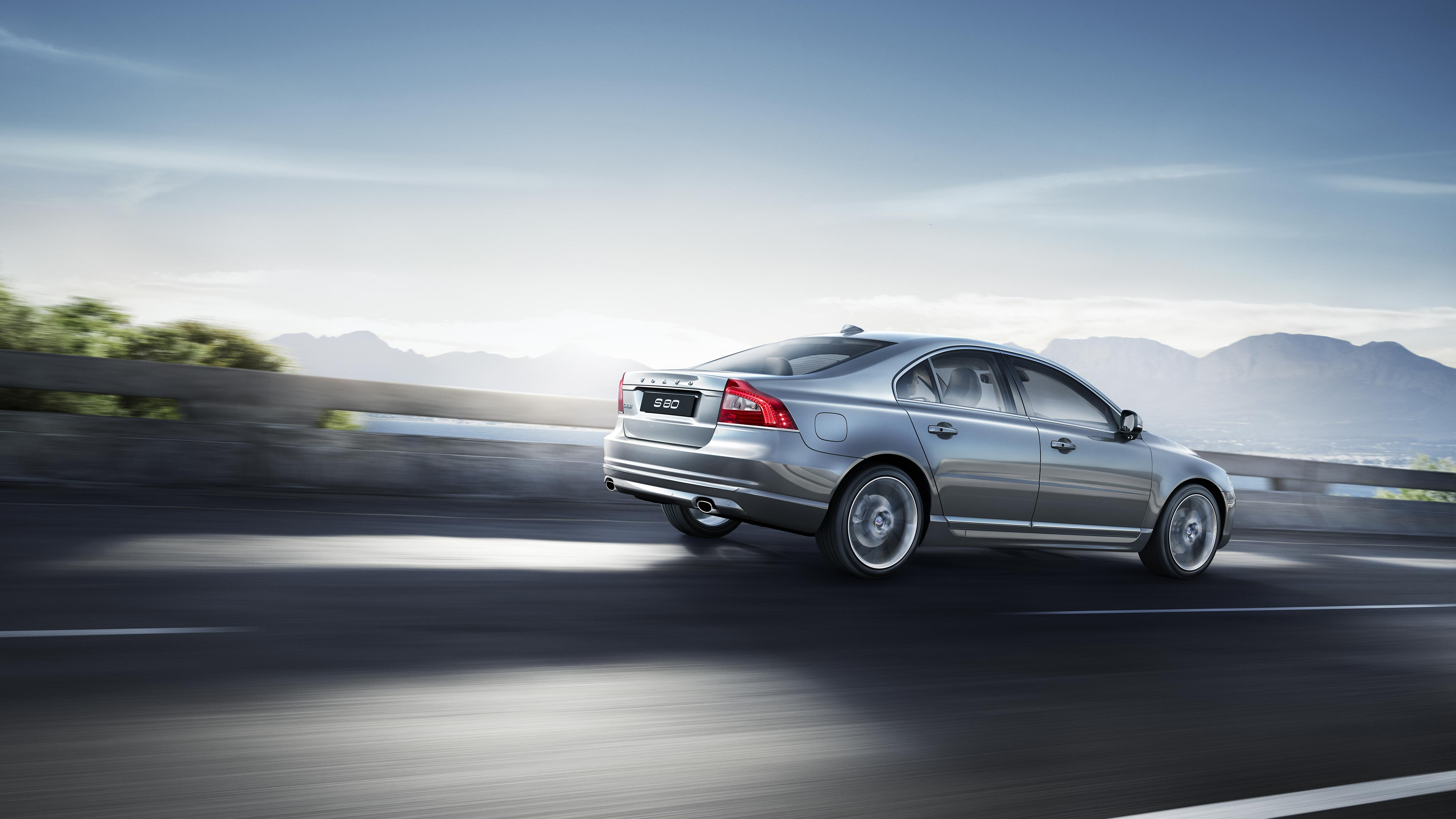 Volvo S80 Pictures and Gallery