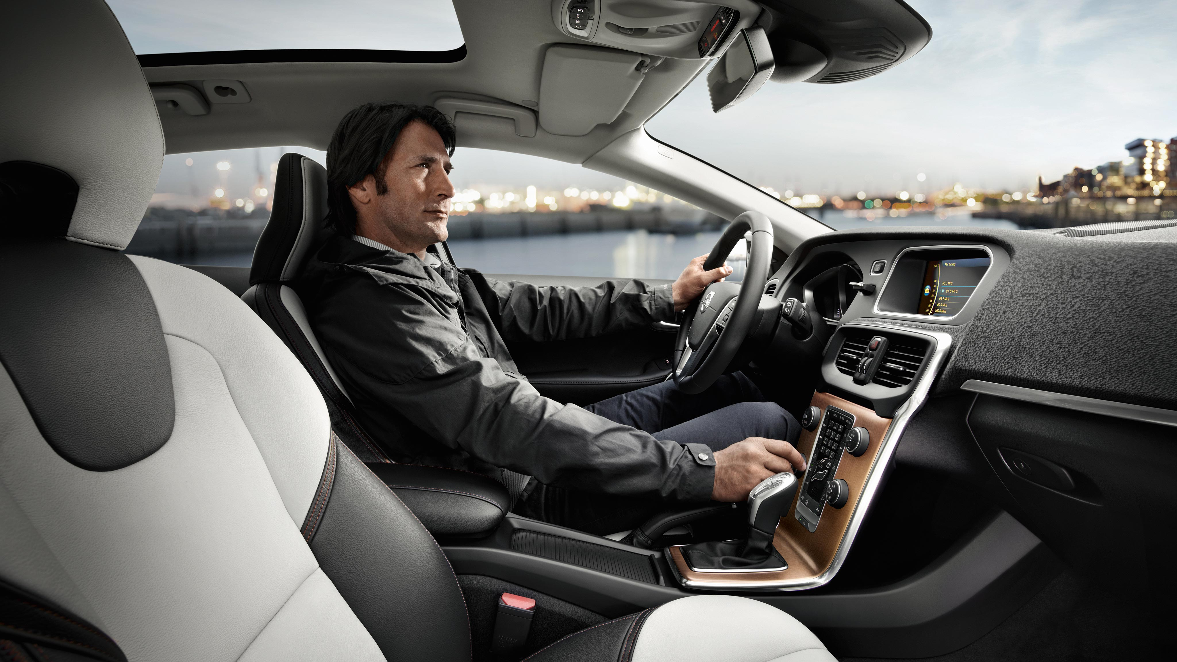 Volvo V40 Cross Country Pictures and Gallery