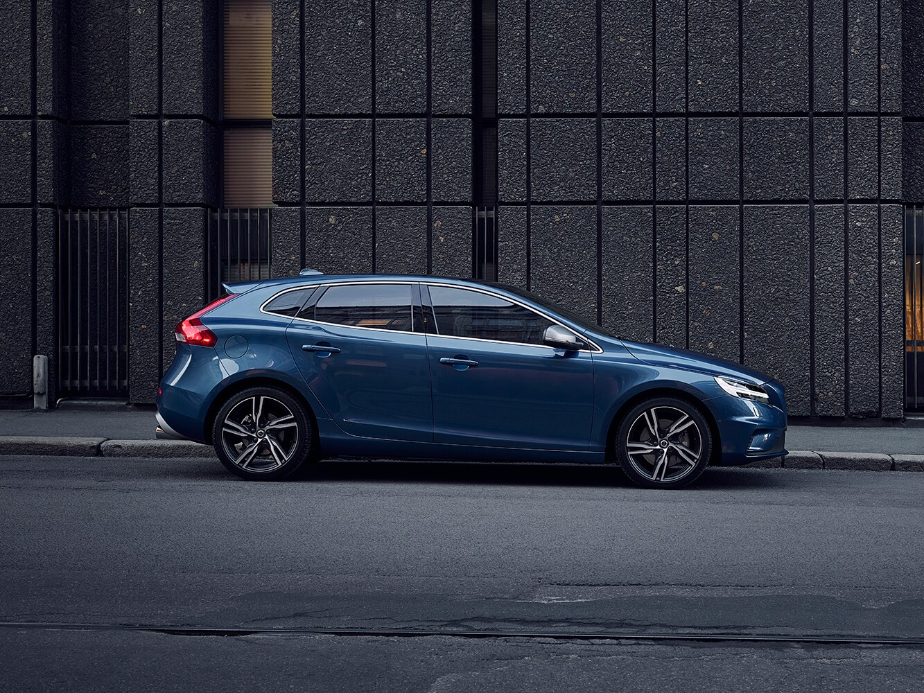Side view of the Volvo V40 R-Design facing right