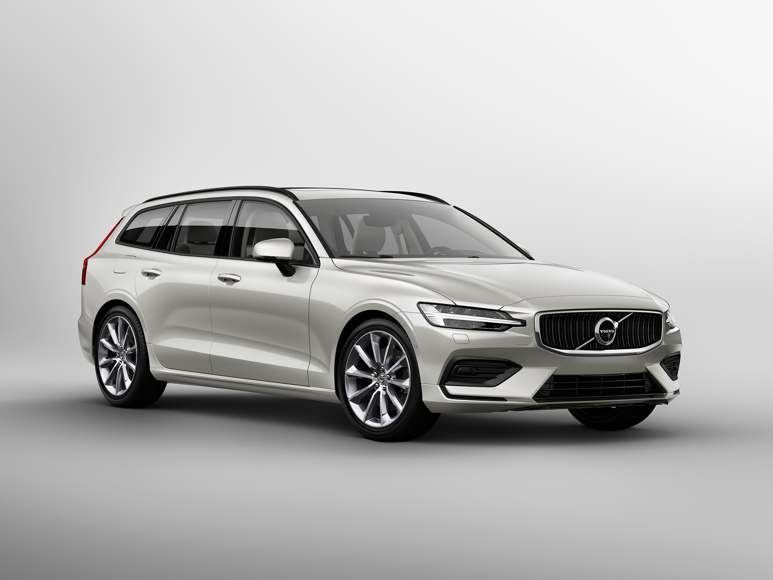 Volvo V60 Momentum Side view