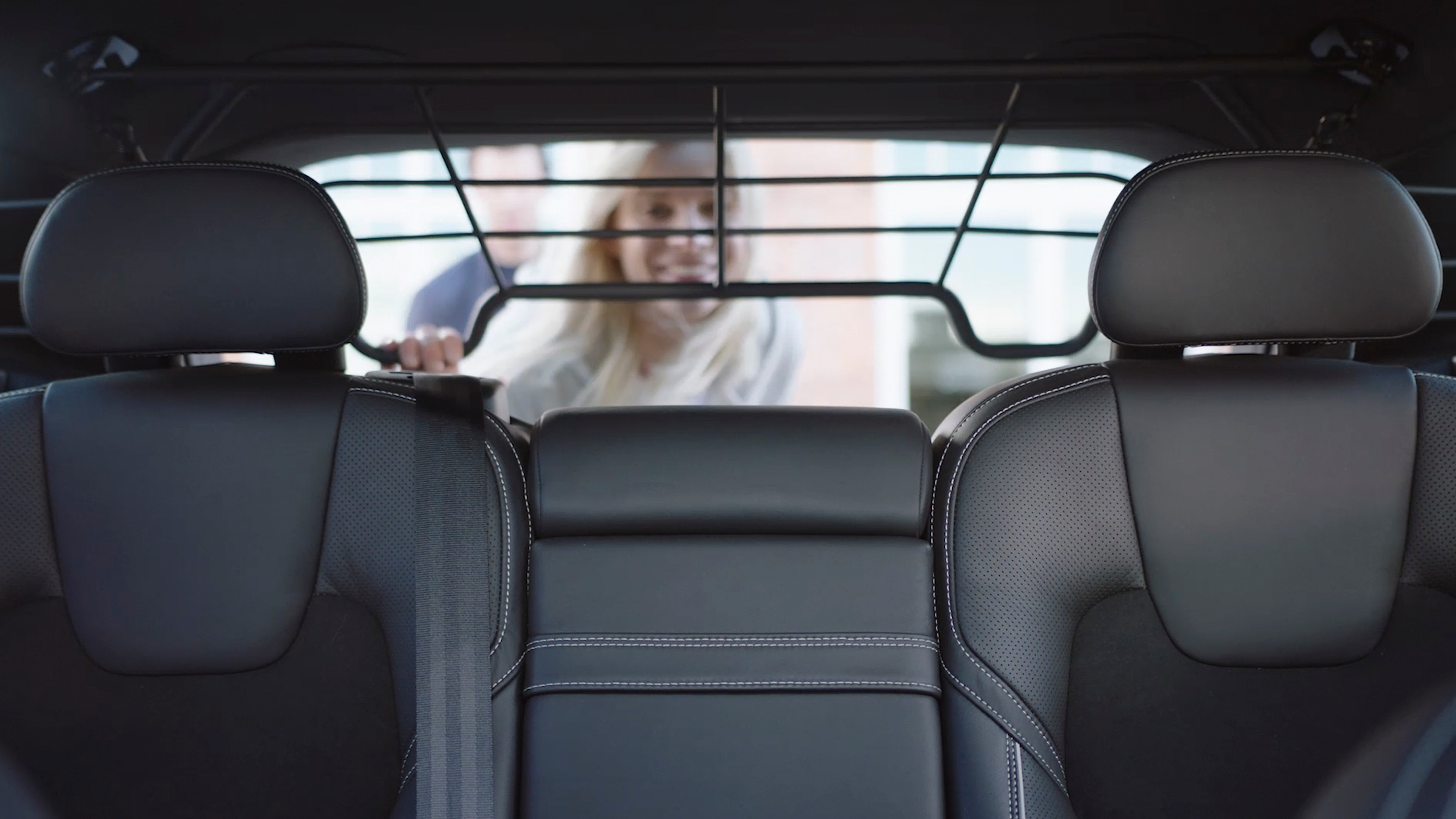 Volvo S60: Folding the front seat backrest