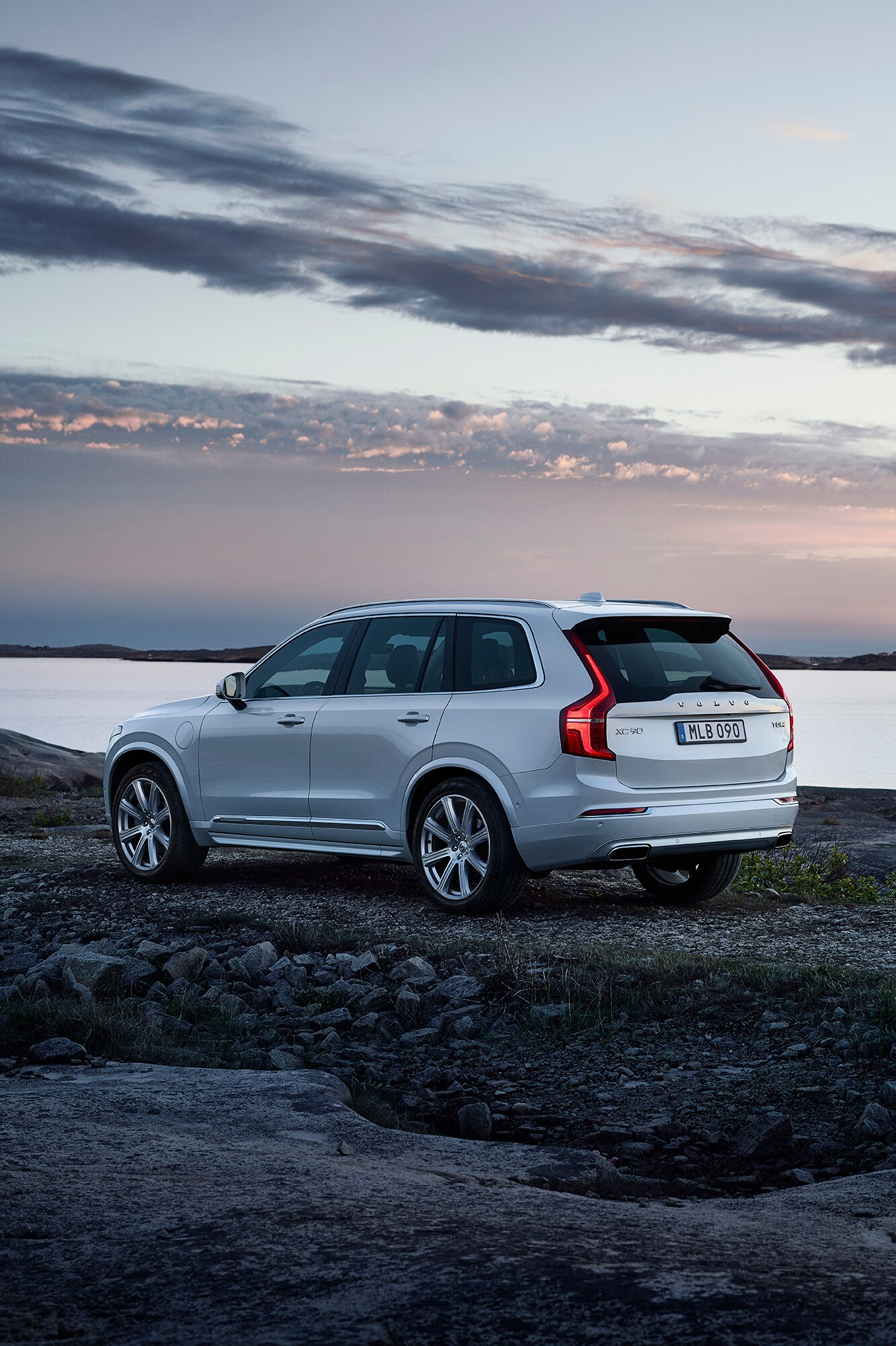Side rear view showing the elegant Scandinavian design of the Volvo XC90