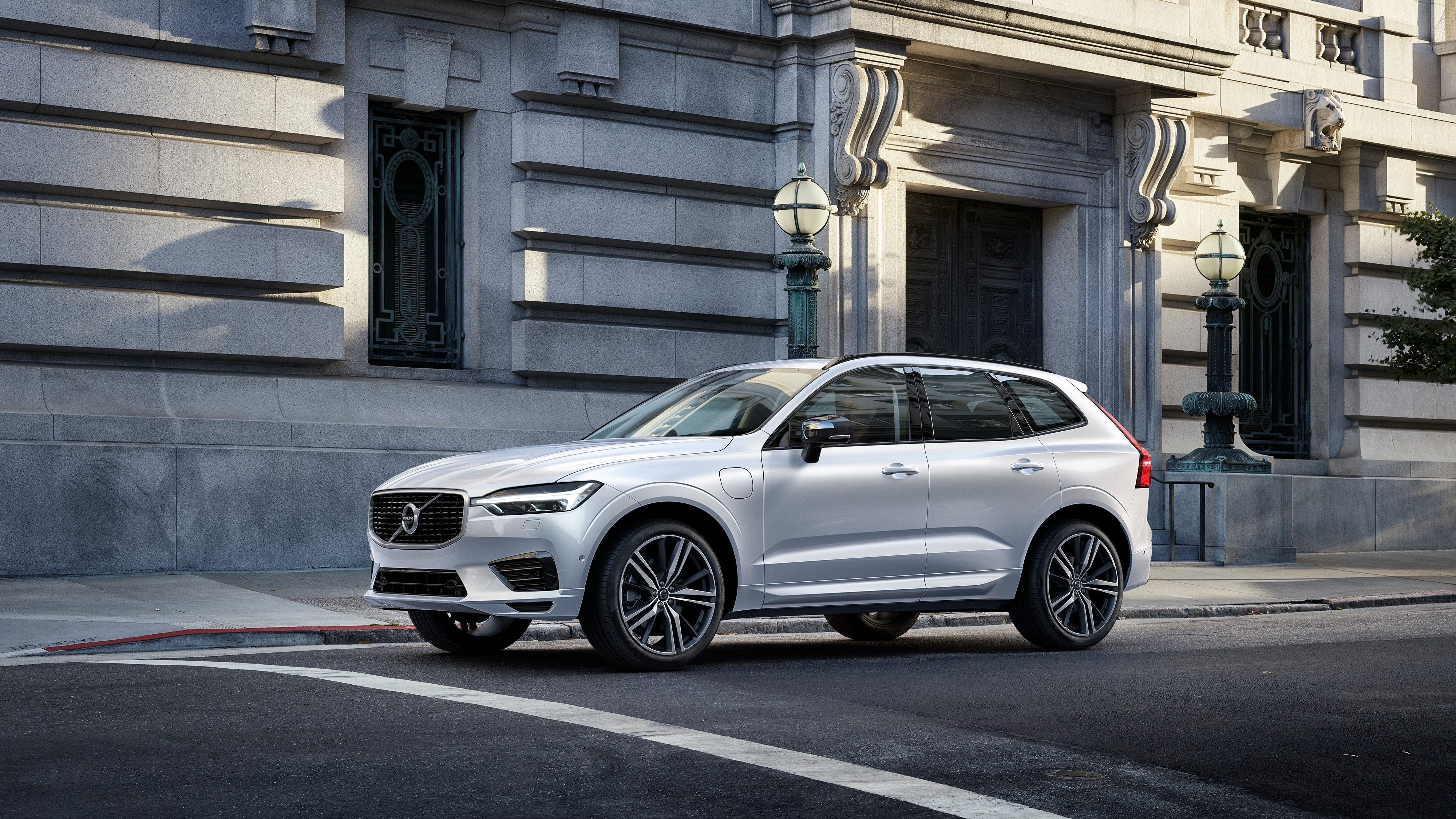 A Volvo XC60 R-Design standing on the street in front of an old building