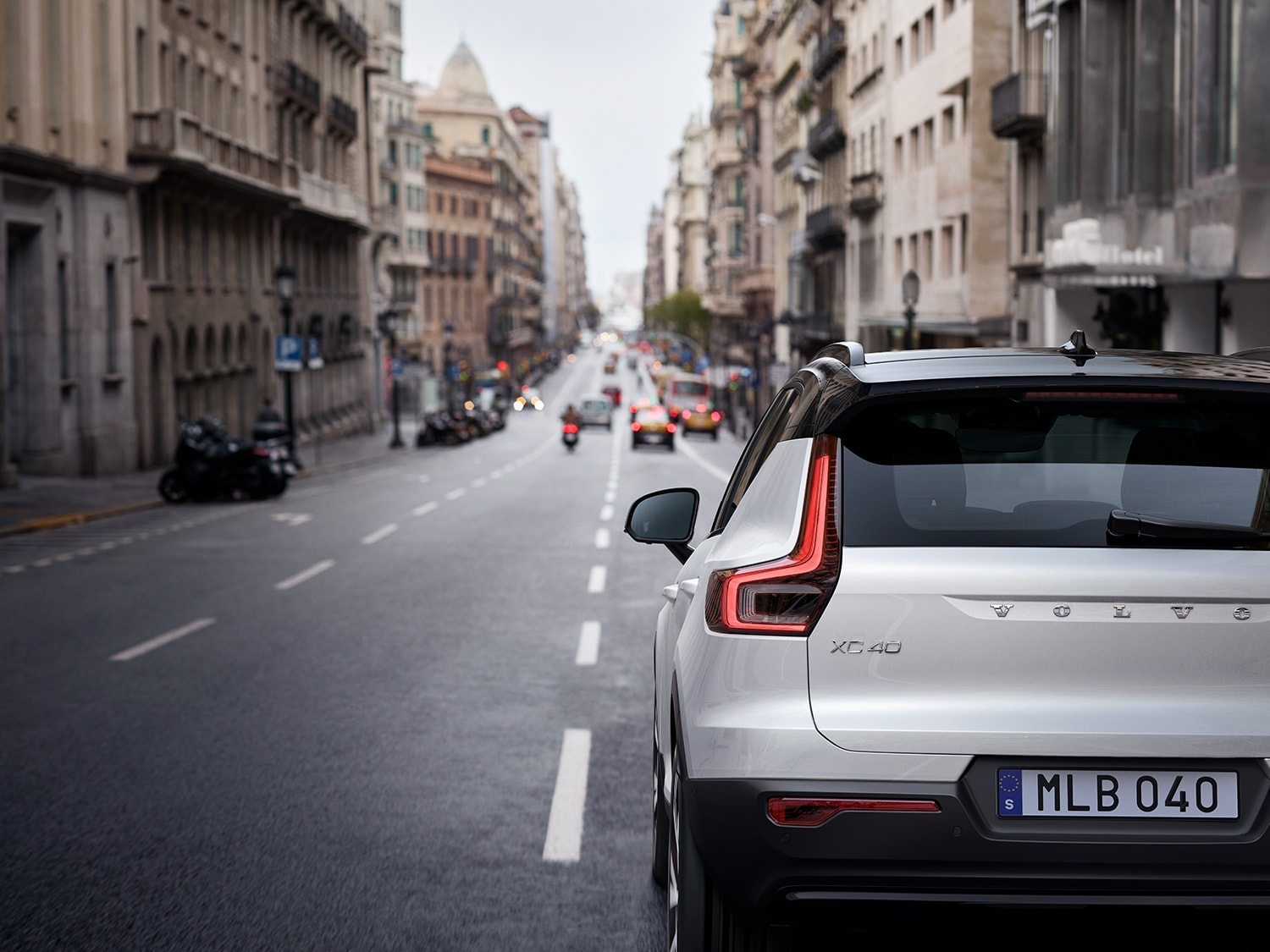 Rear view of a Volvo XC40 driving in the city