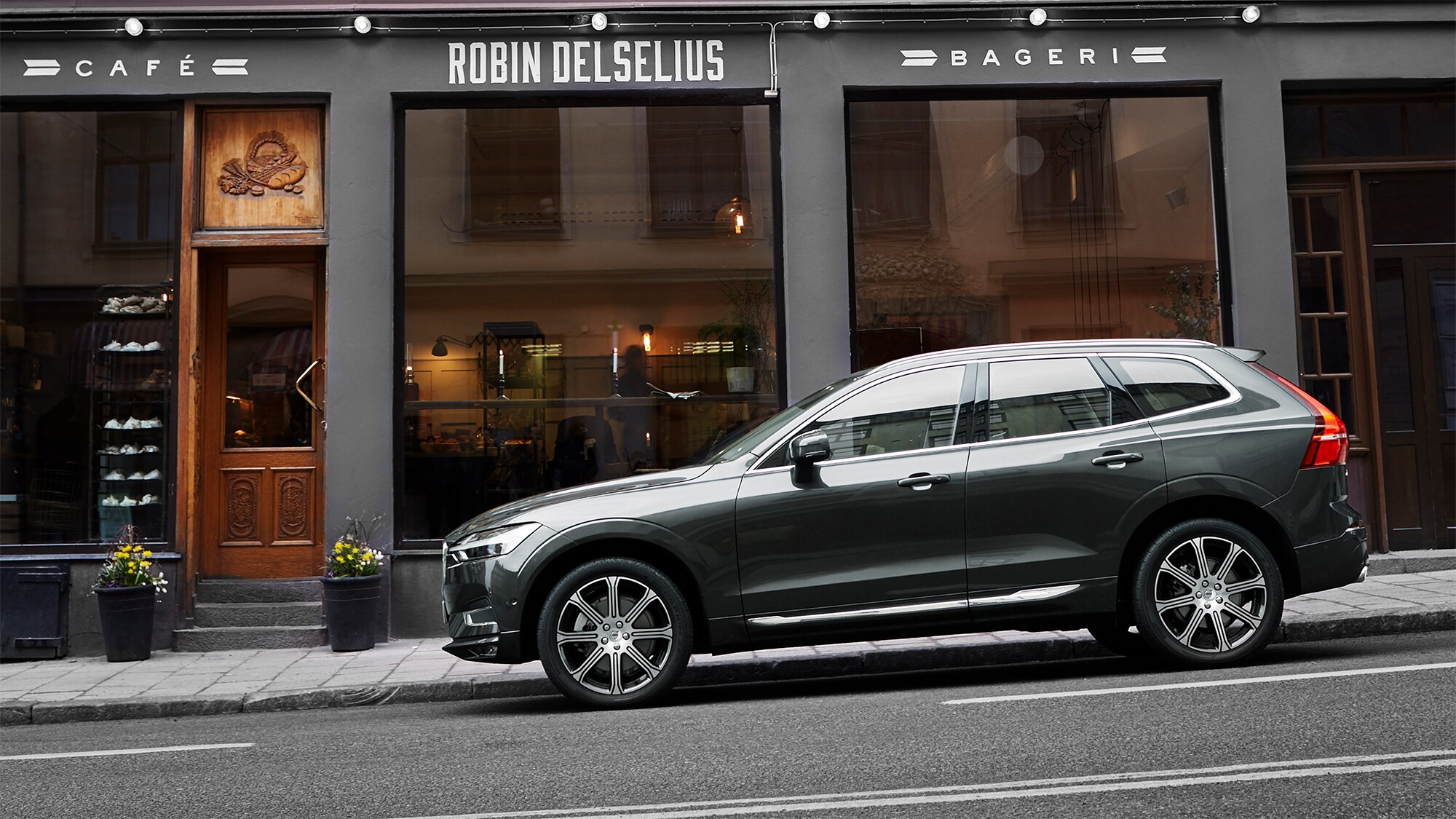 Volvo XC60 parked in front of the Robin Delselius bakery in Stockholm