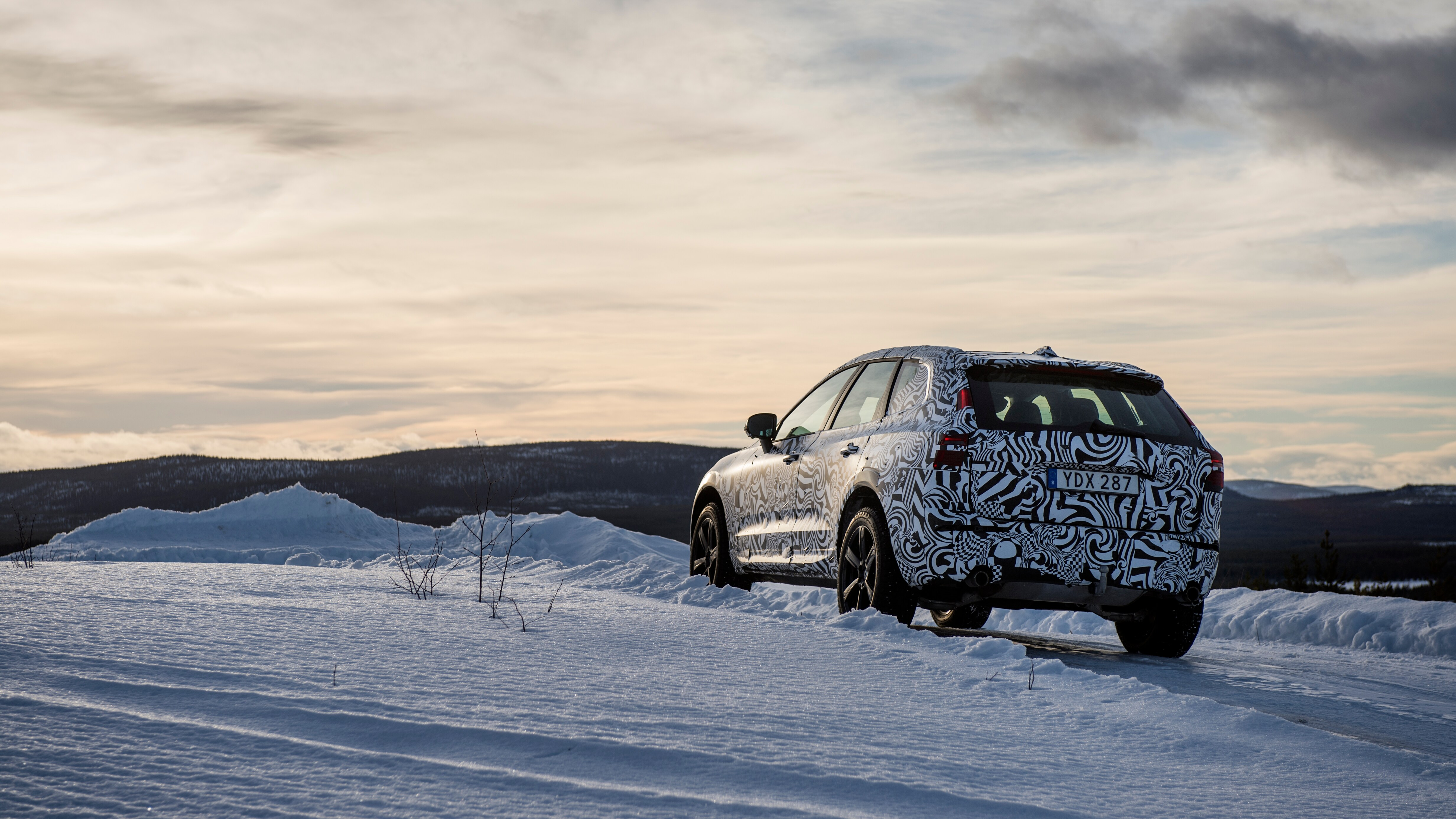 A Volvo XC60 traverses an ice track