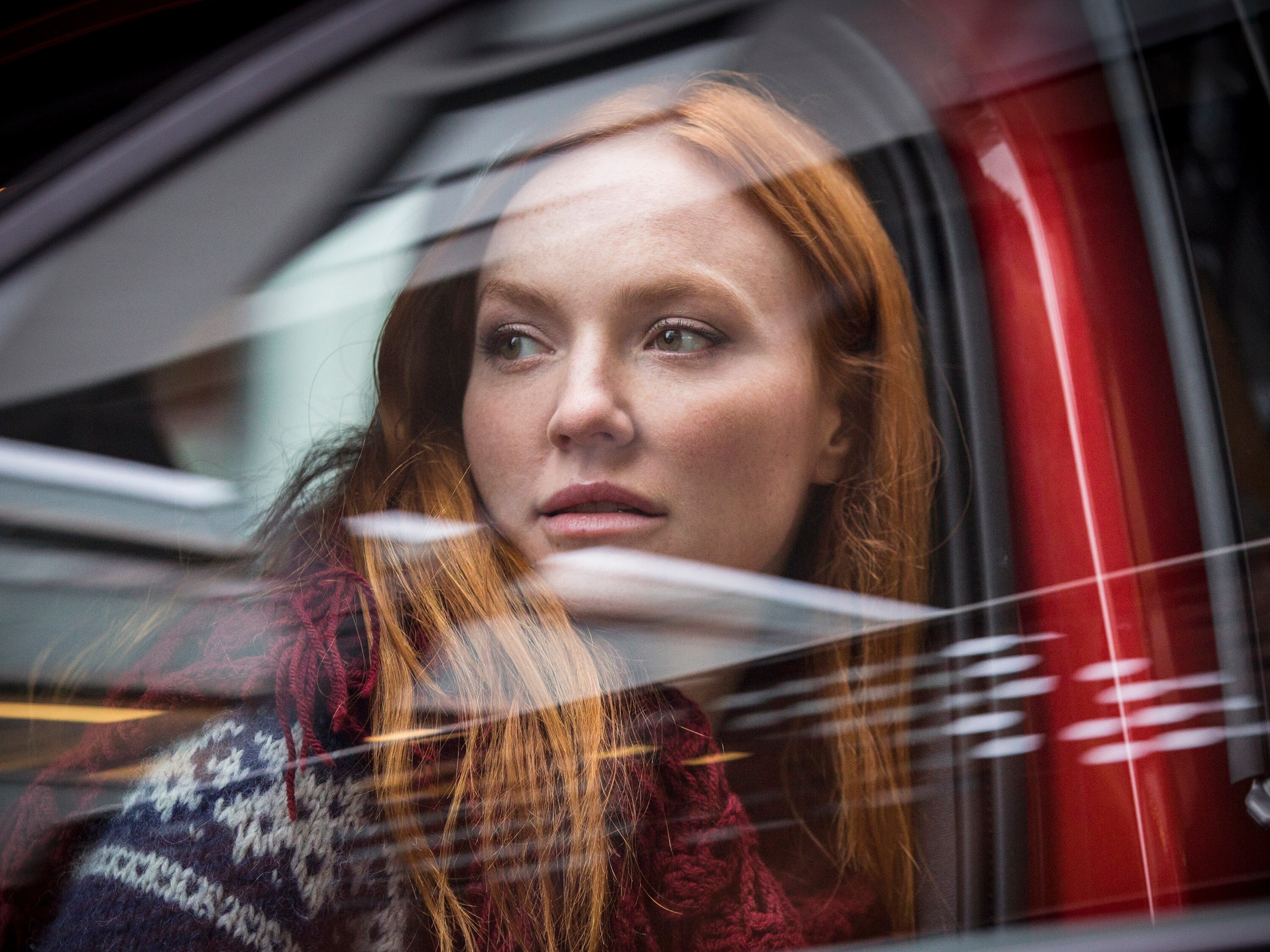 Model Sylvia Flote exiting a Volvo XC40 in Oslo