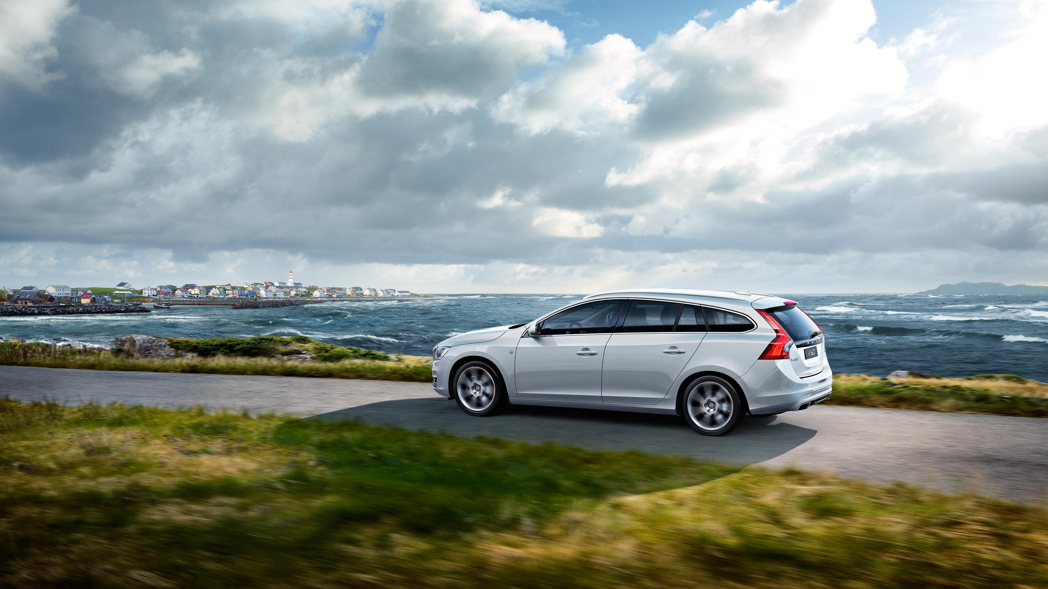 Explore Volvo V60 Editions