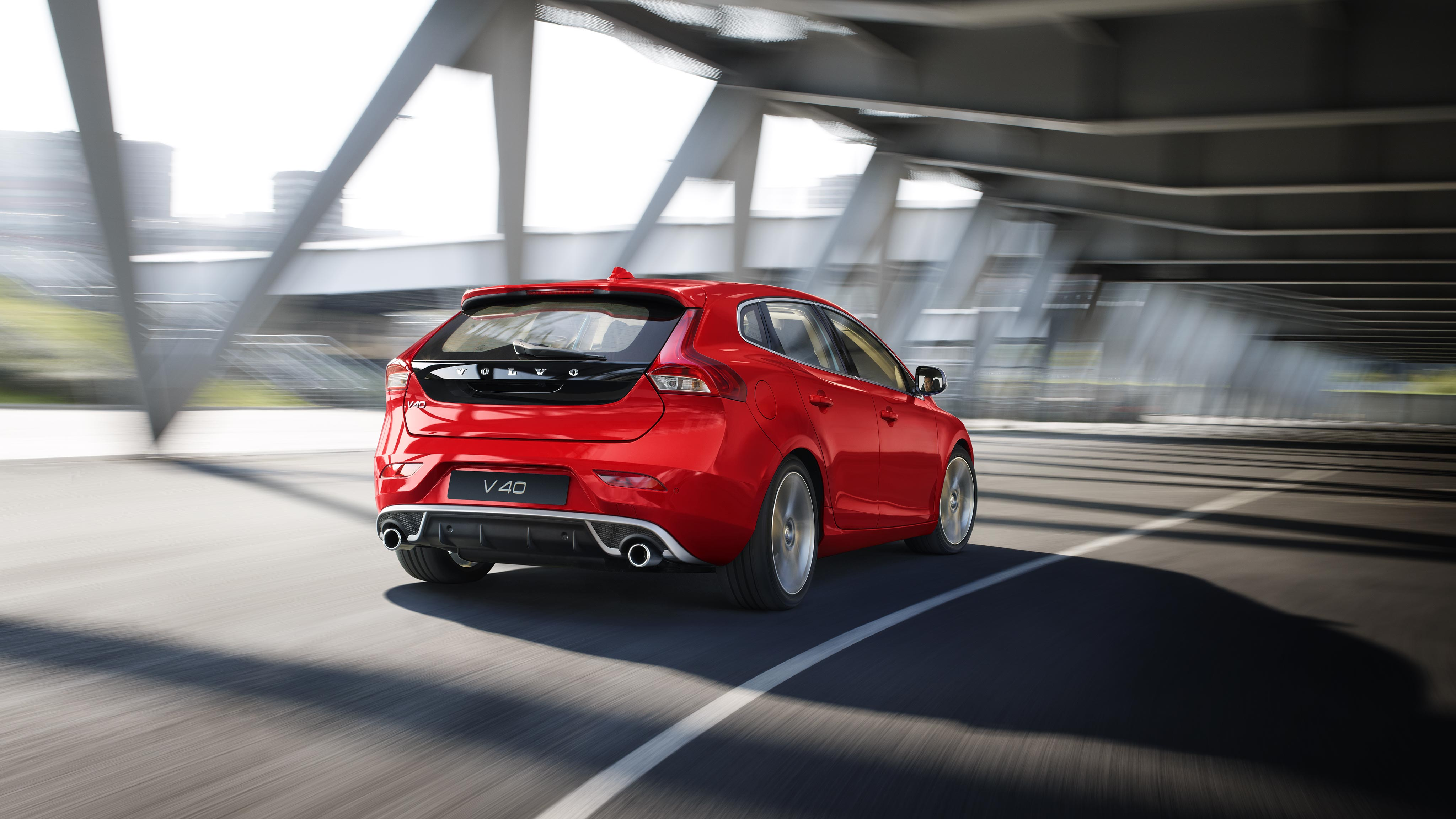 Volvo V40 driving on bridge