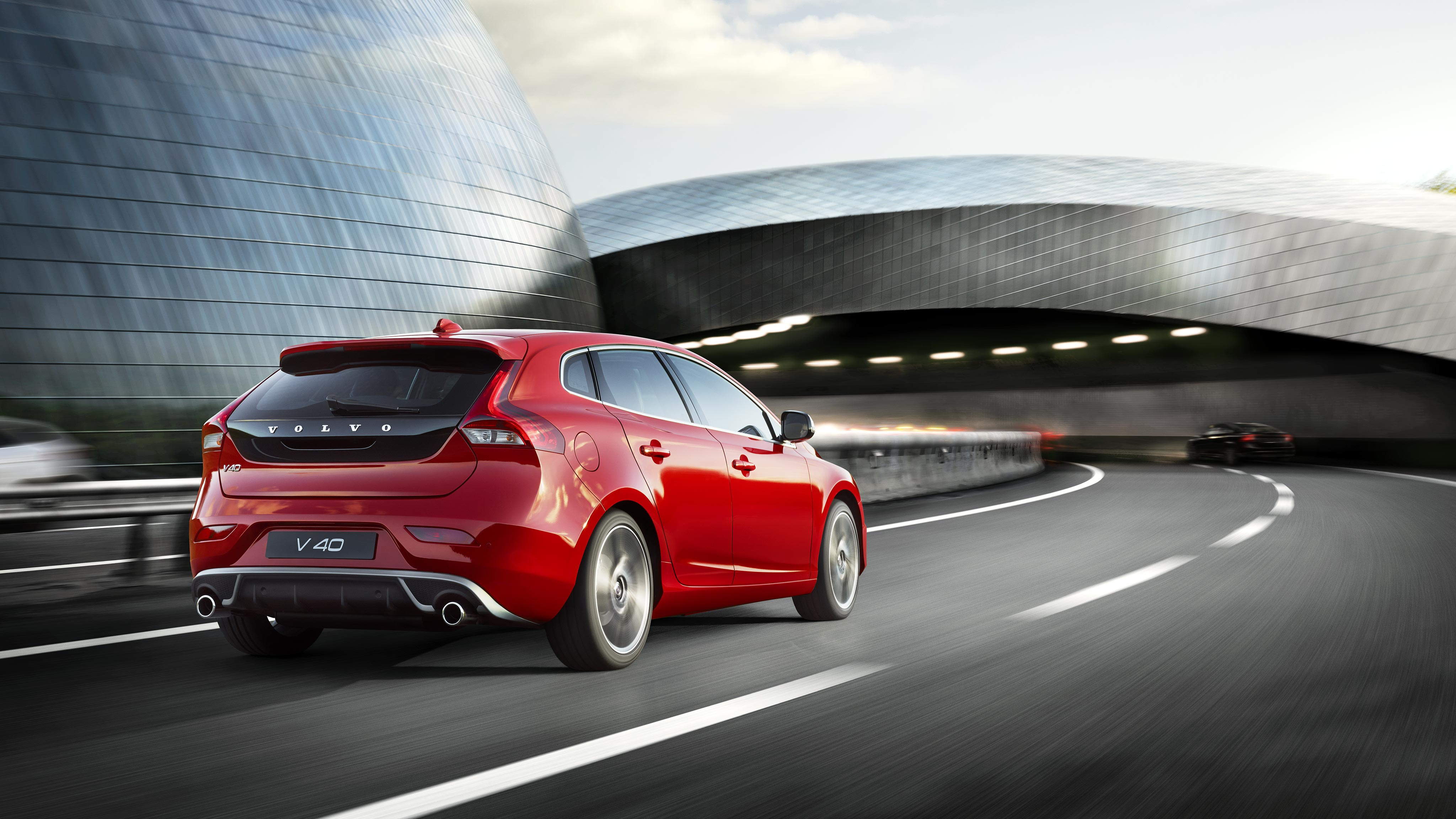 Explore Volvo V40 Editions