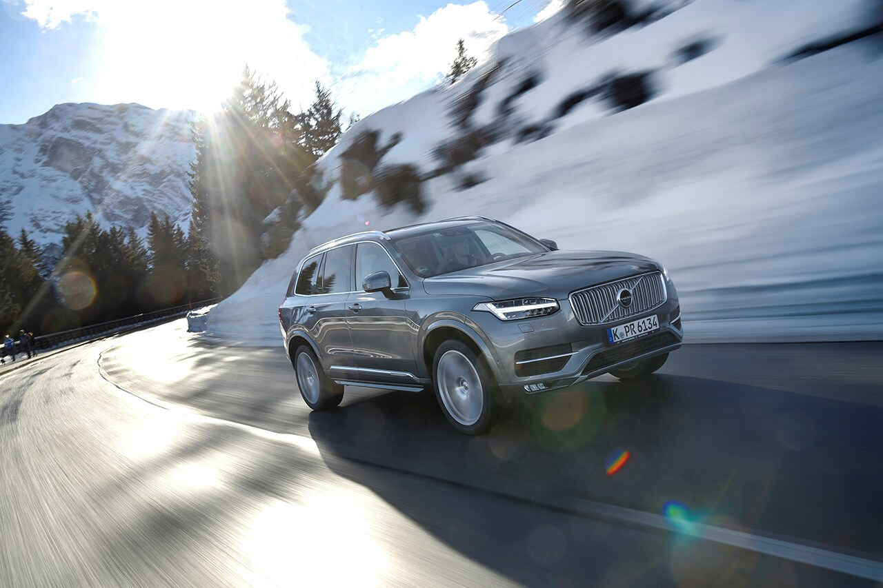 Volvo_XC90_T5_Inscription_AWD_model_year_2017_mid