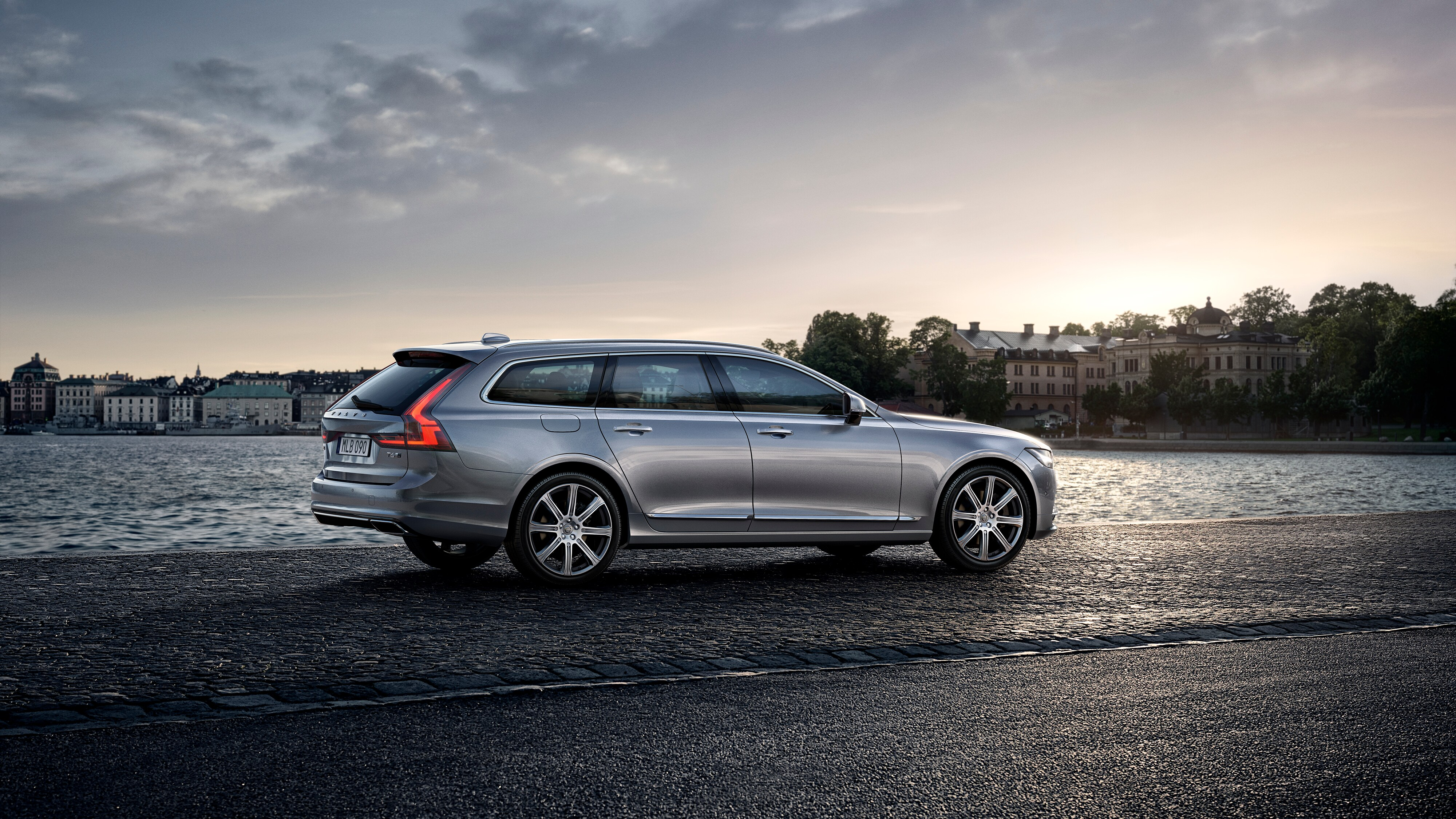 Volvo V90 Inscription, stranski pogled