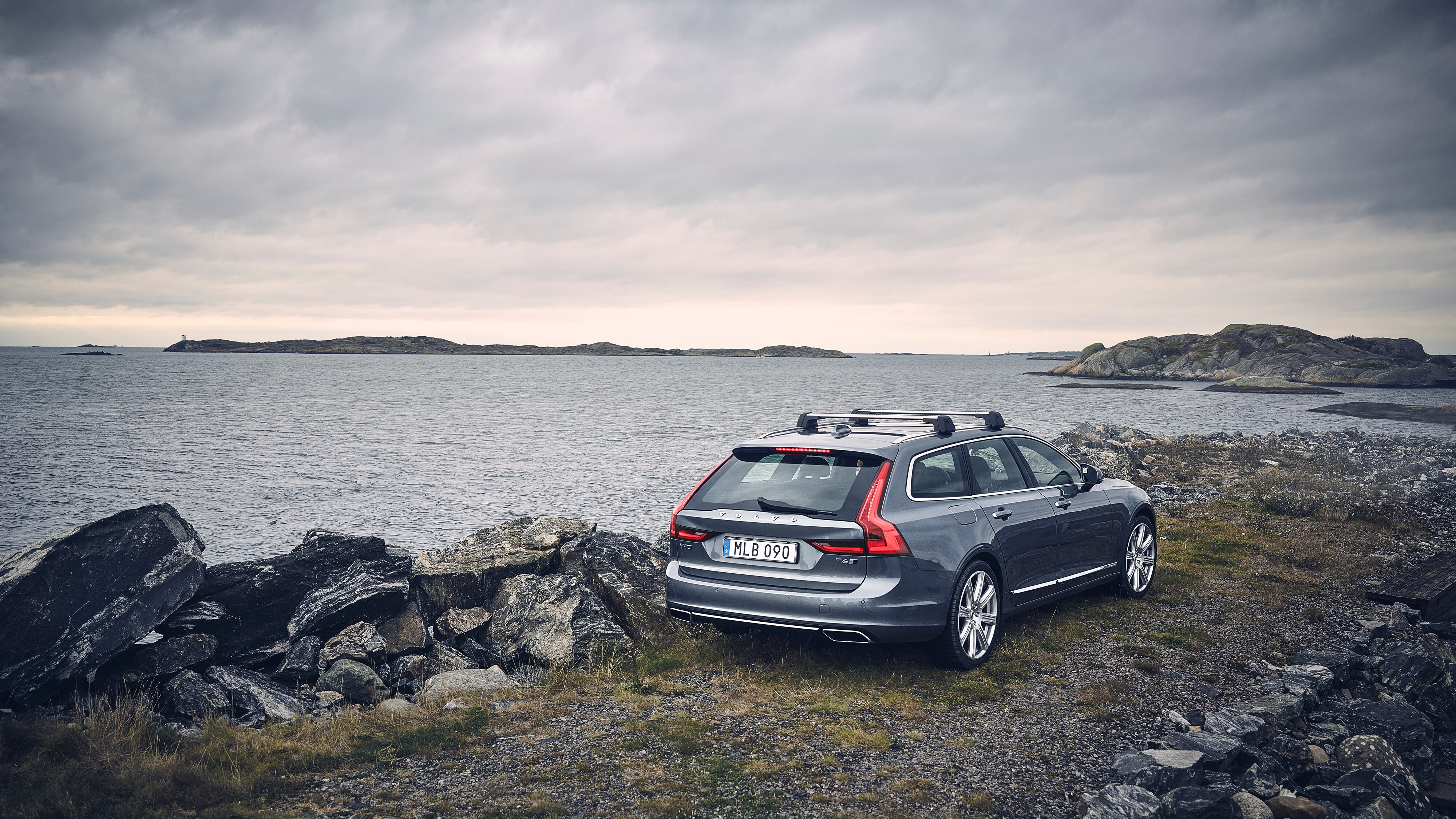 Volvo V90 Inscription na skalnati obali