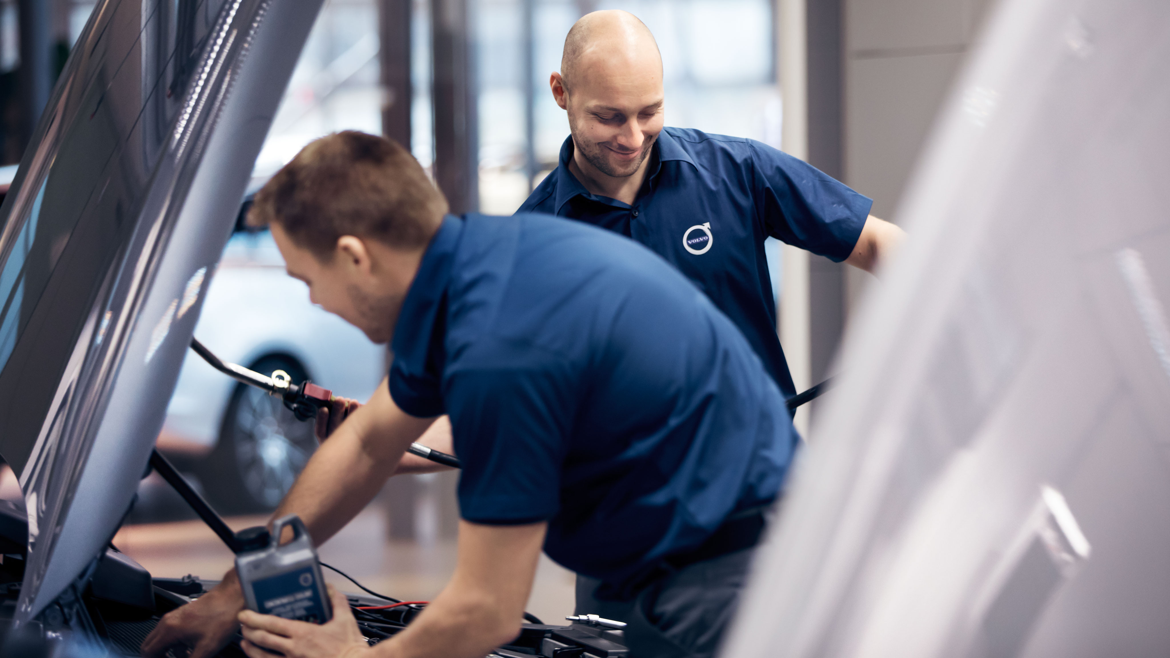 As a technician at a Volvo Cars Retailer, you will work as part of a multi-skilled team