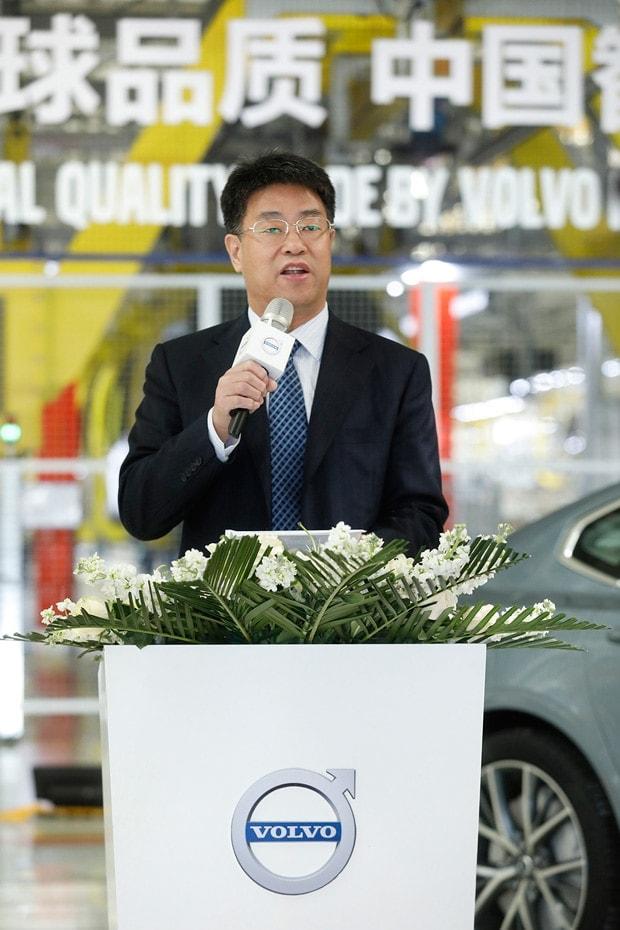 沃尔沃全新S90长轴距版豪华轿车从大庆出口美国