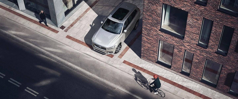 沃尔沃汽车携手瑞典运动品牌POC启动世界首个汽车-自行车头盔碰撞试验项目